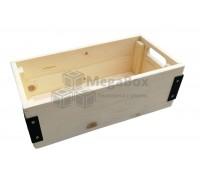 Деревянный ящик с металлическими уголками
