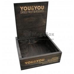 Деревянный ящик с табличкой тонированный